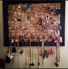 Wine Cork Bulletin Board | I would use for notes, reminders and bills though.