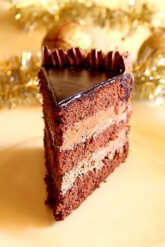 Tort de ciocolata cu mousse de ciocolata - mod de preparare. Reteta de pandispan pentru tort. Reteta de crema de ciocolata. Glazura lucioasa reteta.