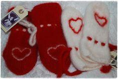 Heidis kreative sider: 1. luke: Tovete votter Mittens, Christmas Stockings, Knit Crochet, Knitting, Barn, Holiday Decor, Creative, Fingerless Mitts, Needlepoint Christmas Stockings