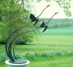 Flying Geese Garden Sculpture: Modern Garden by Paul Margetts