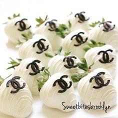 Chocolate covered Strawberries #sweetbitesbrooklyn #iger #igers #instacakes #instamania #instasweet #instadessert #instagrammer #picoftheday #photooftheday #love #lovewhatido #brooklyn #birthday #nycfood #nyfoodie#butikpasta #kurabiye