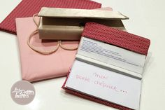 Réalisez un porte-chéquier en tissu, découvrez notre tutoriel de couture pour réaliser votre porte-chéquier en tissu très simplement.