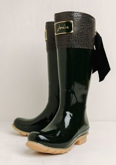 Stay elegant no matter the weather with these Premium dark olive-green rain boots from Joules. Adorned with the classic gold-toned Joules plaque and an abstract spotted pattern along the front, i...