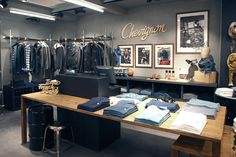 In this new corner of the brand, Stories imagined a special corner where Chevignon reveals its strong values : the power of the leather and the industrial character take part of the shopping experience.