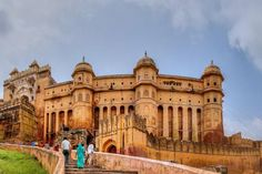Here is the best travel itinerary to spend 4 days in Jaipur city in Rajasthan. Best plan to spend 3 nights in Jaipur with hotels a& sightseeings. Wedding Photoshoot, Wedding Shoot, Wedding Day, Photoshoot Ideas, Wedding Gowns Online, Before Wedding, Historical Architecture, Gothic Architecture, Ancient Architecture