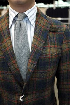 Are you not following Ring jacket yet? Check out this tweed color combination by Ring jacket. Coming to the Armoury….. but while you...