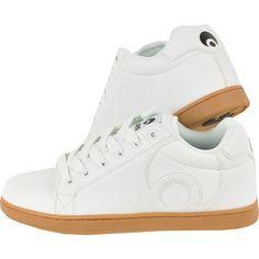 Dicteaza ritmul orasului. Preia initativa cu o pereche de pantofi sport de la Osiris. Clasici, cu un design simplu, pot fi adaptati la orice tinuta sport, potrivindu-se in orice context. Pantofii sunt lejeri si durabili si te ajuta sa te faci remarcat cu usurinta. Adauga un atu stilului tau! Orice, High Tops, High Top Sneakers, Sports, Design, Fashion, Hs Sports, Moda, Fashion Styles