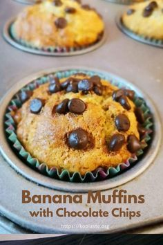 Delicious and easy to make Banana Muffins with Chocolate chips, ready in no time! #muffins #chocolatechipmuffins #easyrecipes High Protein Recipes, Protein Foods, My Dessert, Dessert Recipes, Chocolate Chip Muffins, Chocolate Chips, White Chocolate Strawberries, Dried Bananas, Types Of Desserts