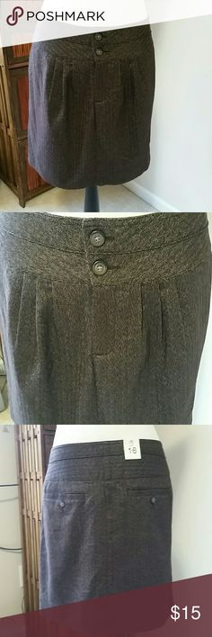 "GAP Sz 16 brown tweed mini skirt NWT Super cute Gap mini!! This has 2 buttons and a zipper in the front....Side slit pockets and buttoned back pockets. It is 65% polyester, 33% rayon and 2% spandex and fully lined with 100% polyester. Overall length is 17.5"". GAP Skirts Mini"
