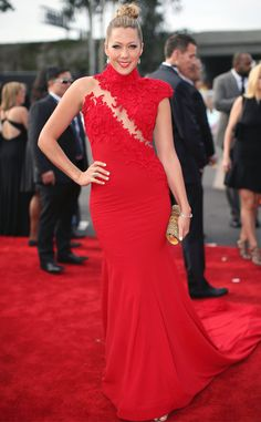 Colbie Caillat is red hot in this Ezra Santos gown! #fashion
