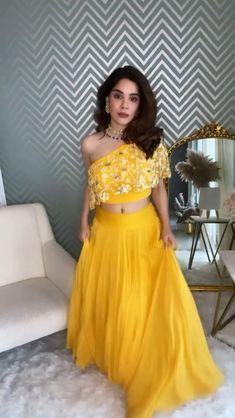 Party Wear Indian Dresses, Designer Party Wear Dresses, Indian Gowns Dresses, Indian Bridal Outfits, Dress Indian Style, Indian Fashion Dresses, Indian Designer Outfits, Fancy Dress Design, Stylish Dress Designs