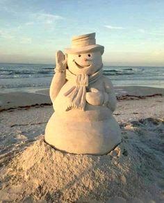 Smiling sandman on the beach. Via Beach Bliss Living: http://beachblissliving.com/amazing-sand-castles-funny-sand-sculptures/