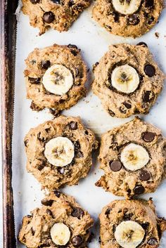 Monkey Breakfast Cookies Looking down on a baking sheet filled with chunky monkey paleo banana cookies fresh out of the oven.Looking down on a baking sheet filled with chunky monkey paleo banana cookies fresh out of the oven. Healthy Cookies, Healthy Baking, Healthy Desserts, Healthy Recipes, Healthy Breakfast Cookies, Paleo Food, Paleo Vegan, Healthy Food, Raw Food