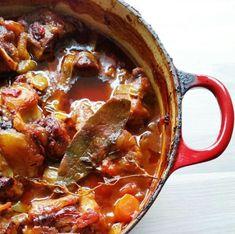 Oksehalegryte ala Jamie Oliver - Hver gang vi spiser Jamie Oliver, Crockpot, Chili, Soup, Cooking Recipes, Slow Cooker, Chile, Chef Recipes, Soups