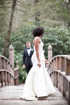 First look: http://www.stylemepretty.com/little-black-book-blog/2014/06/23/modern-elegance-at-the-farmhouse-at-old-edwards-inn/ | Photography: Carrie Tabb - http://carrietabbphotography.com/