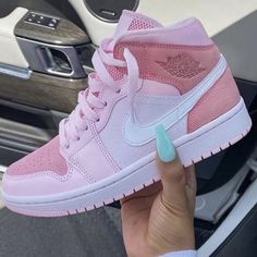 Dr Shoes, Cute Nike Shoes, Swag Shoes, Cute Nikes, Nike Air Shoes, Hype Shoes, Shoes Sneakers, Nike Shoes For Women, Pink Nike Shoes