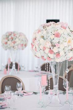 Бело-розовое свадебное оформление. Цветочные шапки на прозрачных вазах с хрусталиками Cake, Wedding, Pie Cake, Mariage, Pastel, Cakes, Weddings, Marriage, Casamento