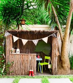 pallet playhouse inspiration - nice + simple