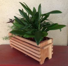 Top 10 Easy Woodworking Projects to Make and Sell Very Beautiful Diy Wooden Pallets Shelf Fresh Idea. Garden Planter Boxes, Cedar Planters, Wood Planter Box, Wooden Planters, Easy Woodworking Projects, Diy Wood Projects, Garden Projects, Woodworking Tools, Easy Projects