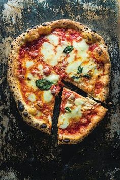 Born in Naples in 1889, by the inspiration of the Neapolitan pizzaiolo Raffaele Esposito, the margherita pizza was created on the occasio...