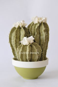 32 Wonderful Rustic Winter Decor Ideas that Still Work after Christmas - The Trending House Cactus Craft, Cactus Decor, Cactus Plants, Felt Flowers, Fabric Flowers, Paper Flowers, After Christmas, Christmas Balls, Rustic Winter Decor