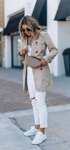 How to rock the casual chic look Mode Outfits, Casual Outfits, Fashion Outfits, Womens Fashion, Estilo Casual Chic, Casual Chic Style, Winter Trends, Trench Coat Outfit, White Jeans Outfit