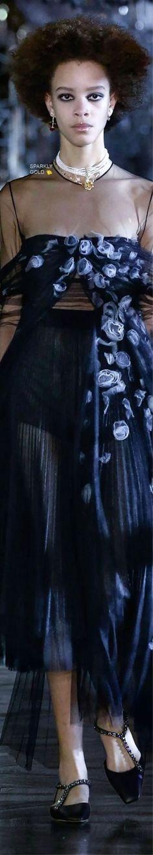 Trendy Rain — Christian Dior Fall 2021 RTW Dior Fashion, Runway Fashion, Fashion Show, Miss Dior, Haute Couture Fashion, Beautiful Gowns, Designer Collection, Her Hair, Editorial Fashion