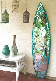 Richtig geniale Idee l Surfbrett Spiegel l Deko Hack Really brilliant idea l Surfboard Mirror l Deco Decor, Home Diy, Beach House Decor, Interior, Mosaic, Home Decor, Mirror Mosaic, Beach Decor, Home Deco