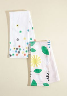 Bright Back At Ya Tea Towel Set. Your sunny sensibilities are mirrored in this cheery tea towel set from Chronicle Books! #green #modcloth