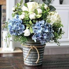 flower-arrangement-table-decorations-best-floral-arrangements-ideas-on-white-hydrangea-centerpiece-blue-centerpieces.jpg 736×736 pixels