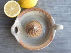Pottery lemon squeezer ceramic juicer stoneware por toscAnna