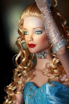 Tonner Dolls   Wizard of Oz   Goodness & Gossamer Glinda   by alington