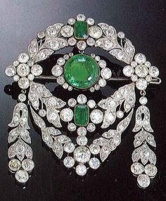 A Belle Epoque emerald and diamond brooch, by Cartier Paris, circa 1912.