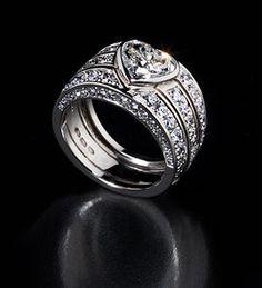 Heard shaped wedding ring, + 4.0 ct W/VS diamonds