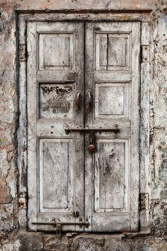Cool Doors, Unique Doors, Photo Drop, Welcome Signs Front Door, Newborn Studio, Rustic Doors, Old Wooden Doors, Vinyl Backdrops, Garden Doors
