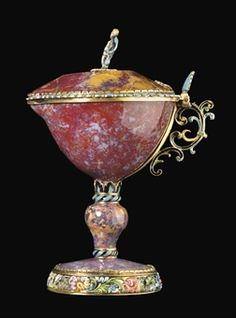 COUPE COUVERTE EN AGATE, VERMEIL ET EMAIL 17th century French
