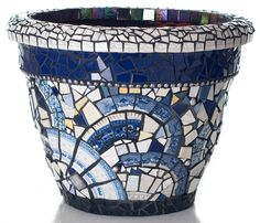 Linda Del Rosario BLUE PLATE SPECIAL #4 Mosaic Planters, Mosaic Garden Art, Mosaic Tile Art, Mosaic Flower Pots, Ceramic Flower Pots, Mosaic Diy, Mosaic Crafts, Mosaic Projects, Mosaic Glass