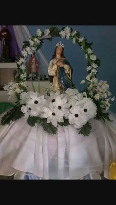 Altar Flowers, Church Flowers, Easter Flower Arrangements, Floral Arrangements, Teachers Day Card, Lady Of Fatima, Paper Bouquet, Altar Decorations, Catholic Kids