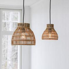 PR Home Sarah riippuvalaisin luonnonväri rottinki Ceiling Lamp Shades, Ceiling Lights, Large Lamps, Black Ceiling, Lamp Socket, Kuta, Cafe Bar, Cebu, Chandelier