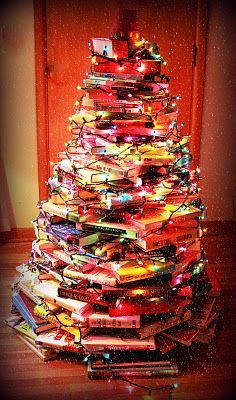 Not really a craft project, but while we're on the subject of bookish Christmas trees...this is just so darn festive!