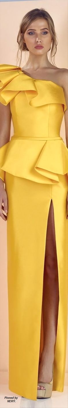 clothing ideas fashion yellow maxi dress Divina By Edward Arsouni Spring 2017 Fashion 2017, High Fashion, Womens Fashion, Evening Dresses, Formal Dresses, Yellow Fashion, Yellow Dress, Yellow Maxi, African Fashion