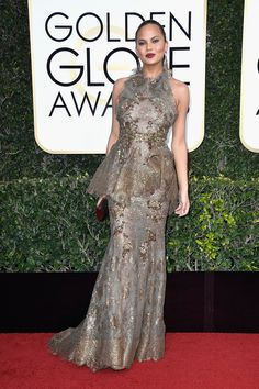chrissy-teigen-john-legend-2017-golden-globe-awards-red-carpet-fashion-marchesa-gucci-tom-lorenzo-site-3