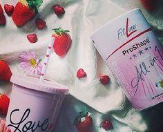 Love strawberries  Buongiorno con #ProShape alla fragola...sano e buono   CONTATTAMI: 348/4384999  @officialpmitalia #fitline #fitlinefamily #pminternational #wellness #benessere #provacostume #buongiorno #goodmorning #instamorning #wakeup #morning