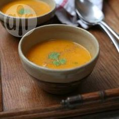 Roasted butternut squash and red pepper soup recipe - All recipes UK Red Pepper Soup, Stuffed Pepper Soup, Stuffed Peppers, Soup Recipes, Diet Recipes, Healthy Recipes, Vitamix Recipes, Veggie Recipes, Healthy Cooking