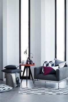 Subdued and graphic or dreamy and romantic? Here are this season's key deco trends.   H&M Home