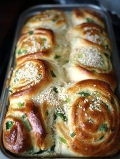 Easy Fluffy Green Onion Sesame Rolls