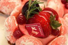手土産にもおすすめな「苺の宝石箱(税込420円)」パティスリーカラク (PATISSERIE KARAKU) - 奈良
