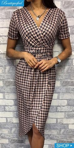 Houndstooth Surplice Wrap Dress Source by dresses Elegant Dresses, Casual Dresses, Short Dresses, Dresses For Work, Wrap Dresses, Maxi Dresses, Formal Dresses, Wedding Dresses, Belted Shirt Dress
