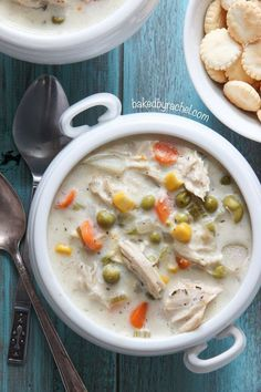 Slow cooker chicken pie soup recipe from /bakedbyrachel/ A hearty soup, perfect for chilly nights!