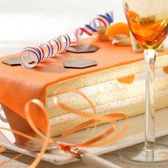 Maak een heerlijke marsepein taart gevuld met bloedsinaasappel bavarois. Volg eenvoudig de stappen in het recept en maak deze taart gemakkelijk zelf. Deze taart is ook uitermate geschikt als dessert.